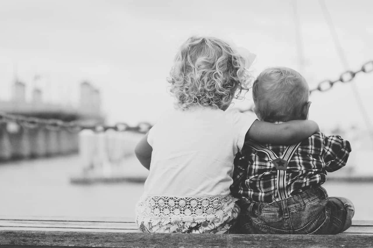 Kako pomoći starijem djetetu da se navikne na novu bebu