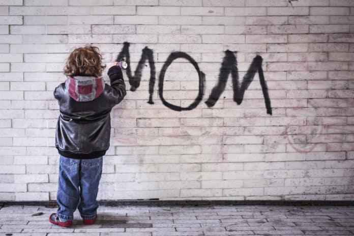 Zašto skretanje pažnje toddlerima nije dobro za njih?