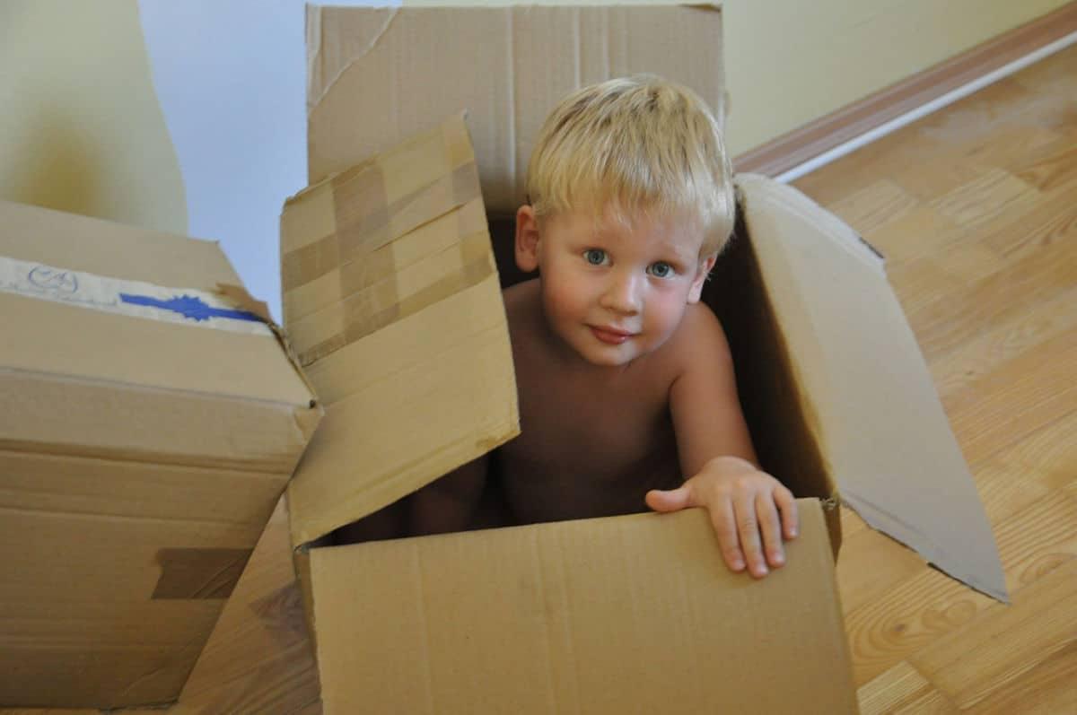 Kartonska kutija igračka za djecu