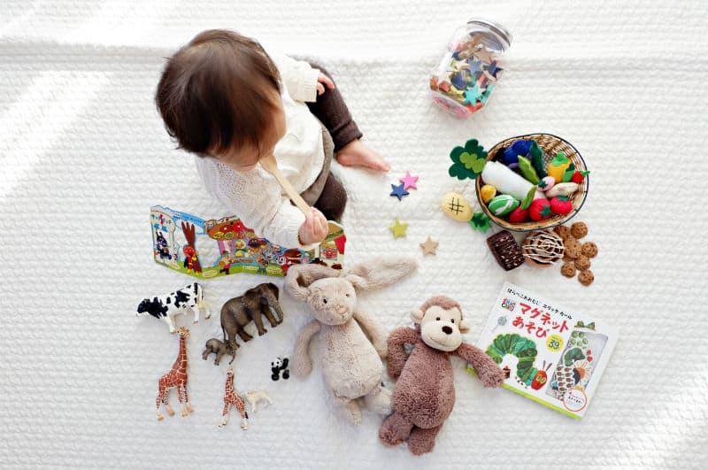 dijete se igra